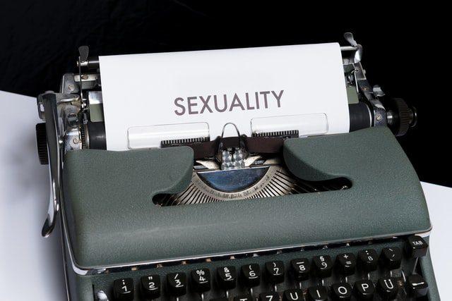 typemachine met de tekst sexuality